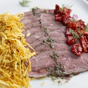 Picaña con salsa chimichurri y patatas paja